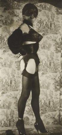Photographie Molinier - Autoportrait avec faux seins