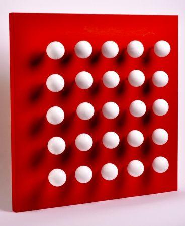 Multiple Asis - Boules tactiles sur font rouge