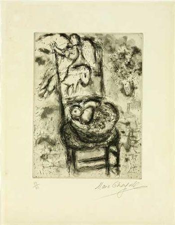 Gravure Chagall - Chaise à la corbeille de fruits