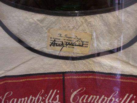Lithographie Warhol - Firma de Warhol en el vestido