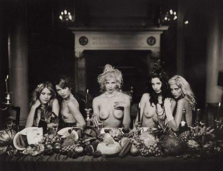 Photographie Lagrange - Five women at dinner