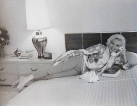 Photographie De Dienes  - Marilyn Monroe. Au Lit (1962)