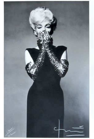Photographie Stern - Marilyn with Sequin Gloves