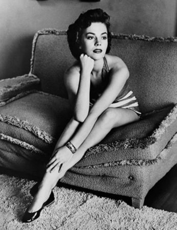 Photographie Worth - Natalie Wood classic portrait on sofa