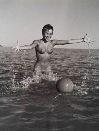 Photographie De Dienes  - Nu avec ballon