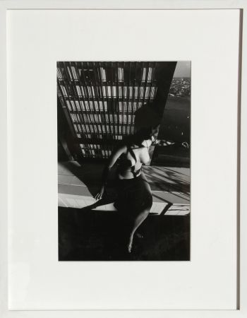 Photographie Clergue - Nude on a Ledge