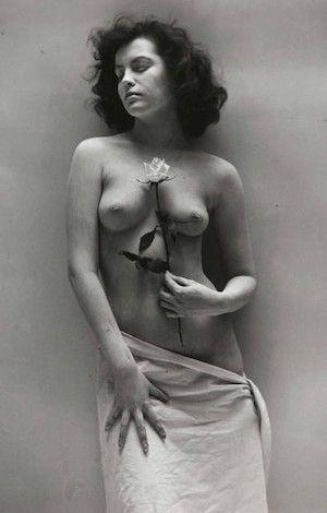 Photographie De Dienes  - Nude with Rose