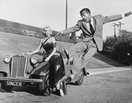 Photographie Worth - Sammy Davis Jr leaps for Marilyn