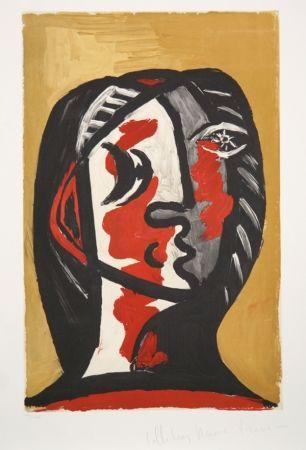 Lithographie Picasso - Tete de Femme en Gris et Rouge sur Fond Ochre